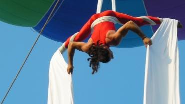 Acrobatica aerea: quando tutto il corpo si allena con armonia