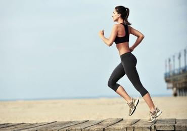 Correre la mattina a digiuno: perché fa bene e come allenarsi al meglio