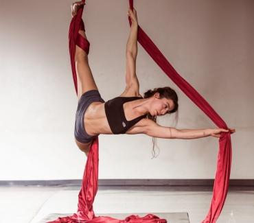Acrobatica aerea: la sfida alla forza di gravità che fa lavorare tutto il corpo